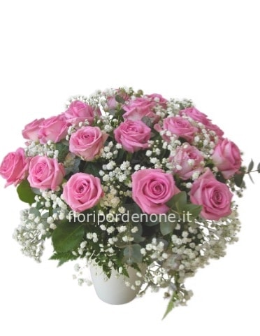 Bouquet di rose rosa e gypsofila